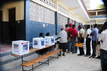 Haitians line up to vote